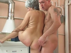 Slutty mom gets rough pounding