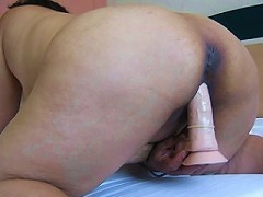 This horny mature slut loves to play with her toys